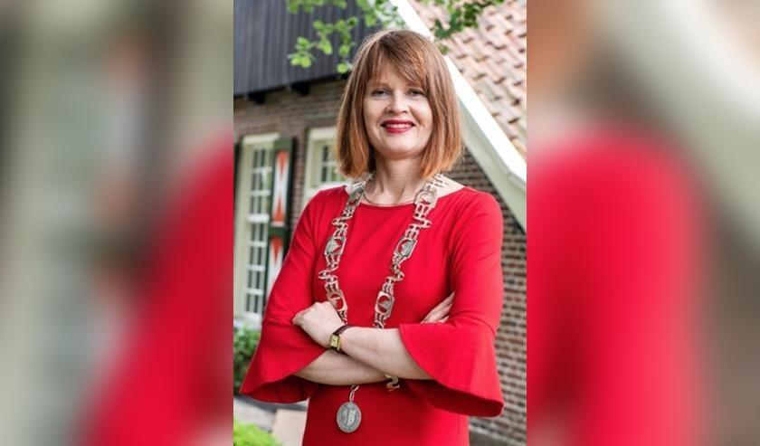 <p>Burgemeester Cia Kroon dankbaar voor de vele steun.</p>