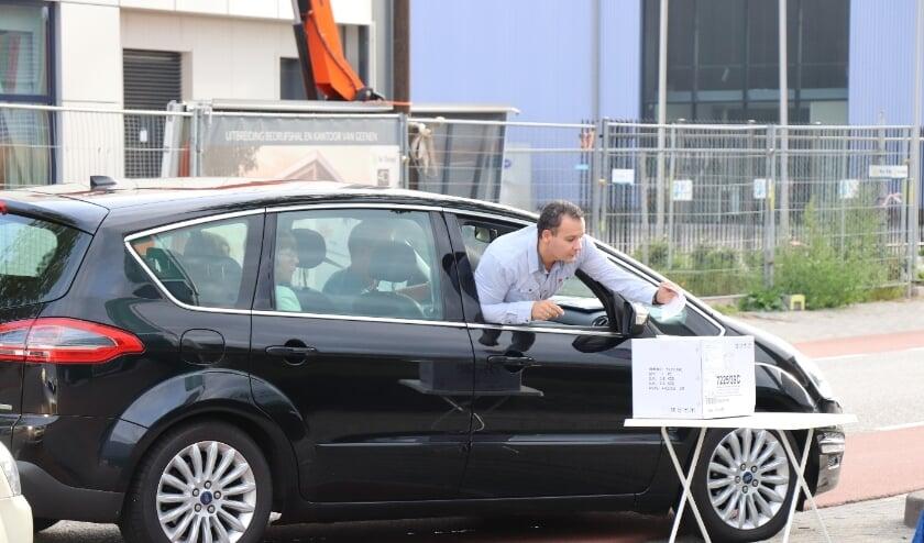 <p>Deelnemers in actie tijdens een vorige puzzelrit van de Rijssense Motor Club.</p>