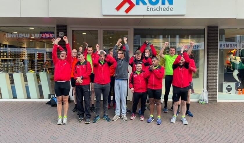 <p>De Roadrunners zijn blij met hun nieuwe hardloopschoenen, dankzij een bijdrage van het Ketelhuis Fonds.</p>