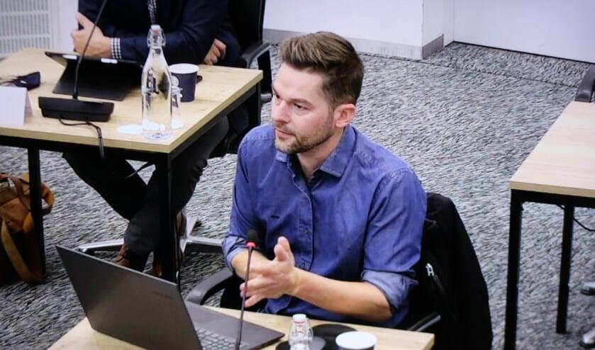 <p>Sander ter Harmsel voert het woord in de commissie, hier nog namens D66.</p>