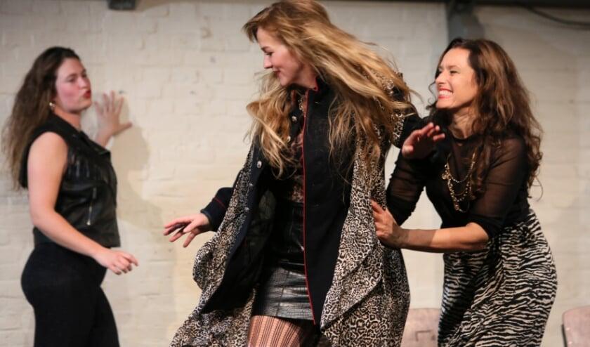 <p>Theatergroep Aluin brengt de voorstelling Bakchanten.</p>