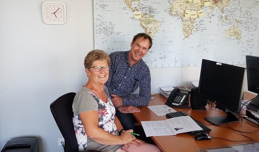 <p>Ans en Henk op hun werkplek bij Stichting De Welle. Hier bespreken ze welke nieuwe statushouders in onze gemeente komen, waar ze vandaan komen en welke acties ze moeten ondernemen.</p>