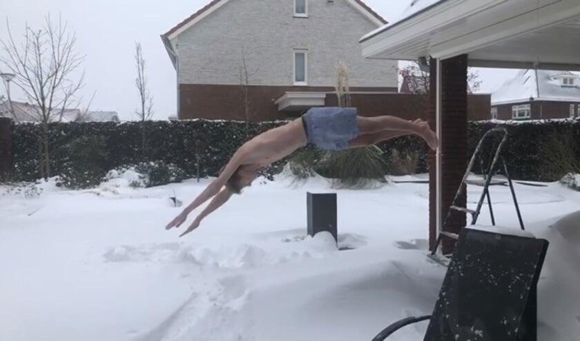 <p>Een sneeuwduik voor het KWF</p>