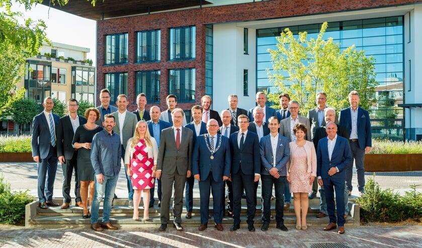 <p>RIJSSEN - De gemeenteraad van Rijssen-Holten vergadert donderdag 25 maart in de streektaal. De foto is gemaakt voor de coronaregels.&nbsp;</p>