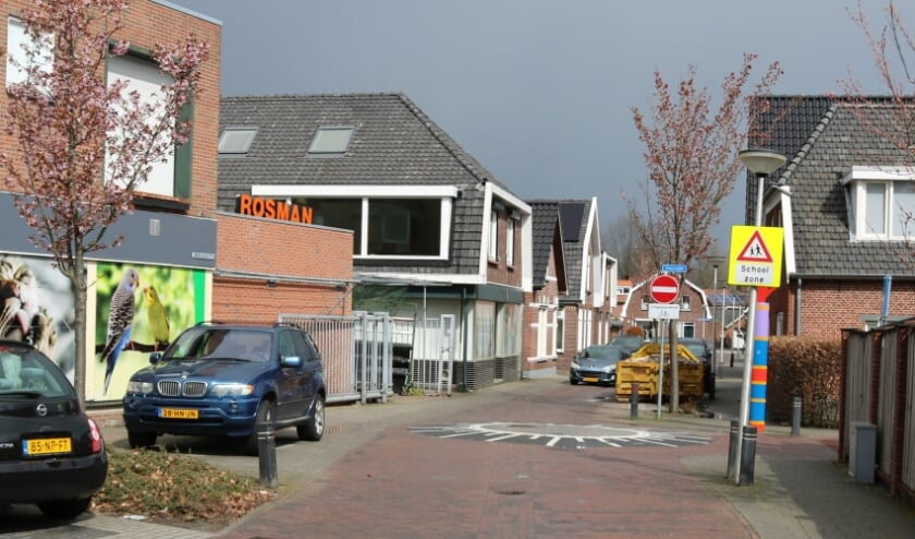 <p>RIJSSEN - Het pand links, waarin vroeger bakkerij Harbers (K&ouml;ster-Freark) was gevestigd, krijgt zijn oude aanzien terug.</p>