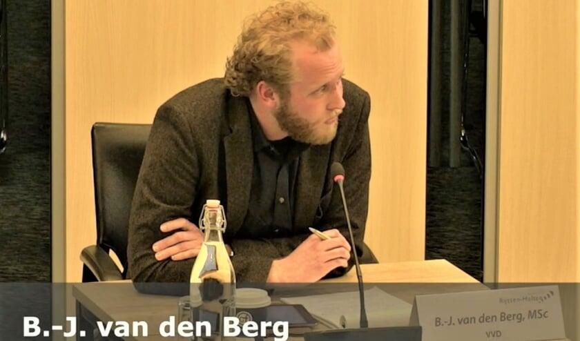 <p>RIJSSEN - VVD-fractievoorzitter Bart-Jan van den Berg stelde vragen over Vosman.</p>