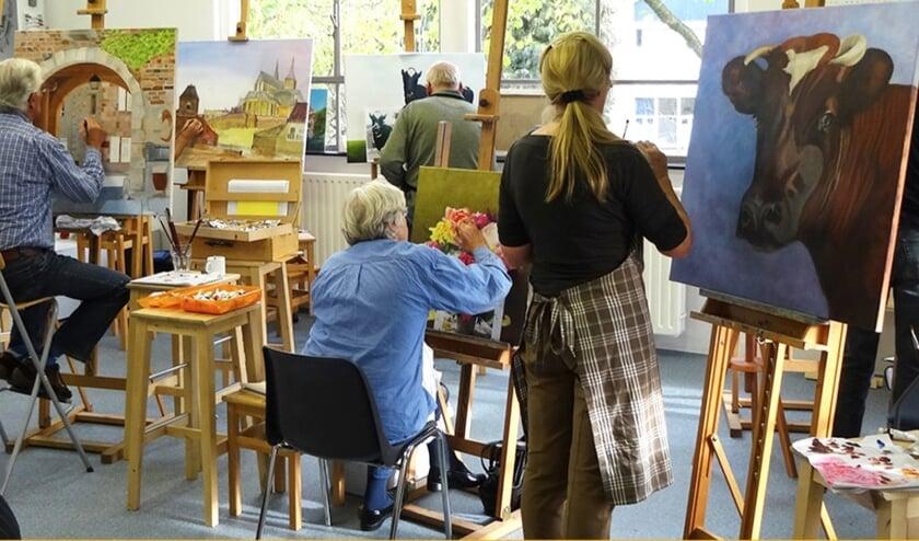 <p>Met een goed stukje begeleiding kan iedereen de kunst van het realistisch fijnschilderen leren bij Art Partout. Maak eens kennis met een gratis proefles.</p>