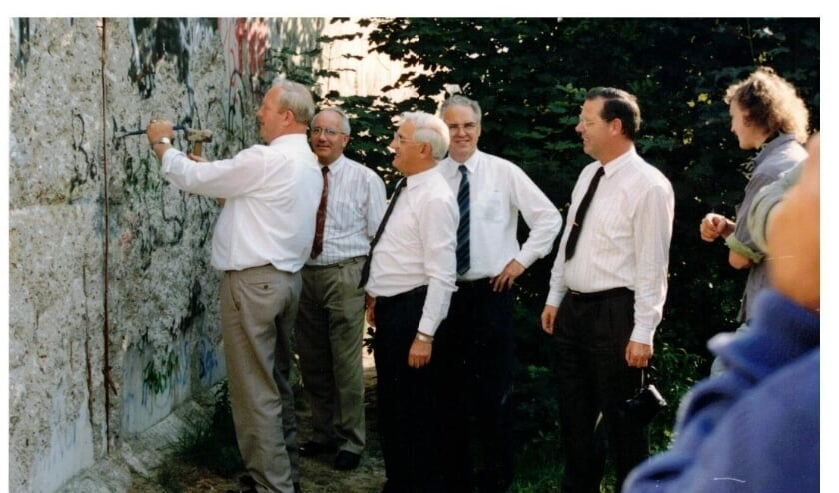 BERLIJN - Van links naar rechts wethouder Gerrit Harbers (CDA), gemeentesecretaris Wim Elbertsen, wethouder Derk Kreijkes (SGP), wethouder Jan ten Hover (SGP) en burgemeester Engelbert van Voorden.