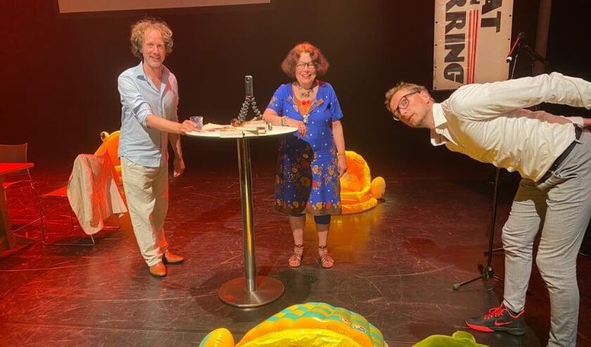 <p>Ronald Snijders &ndash; Marijke Agterbosch &ndash; en Pieter Jouke in verwarring.</p>