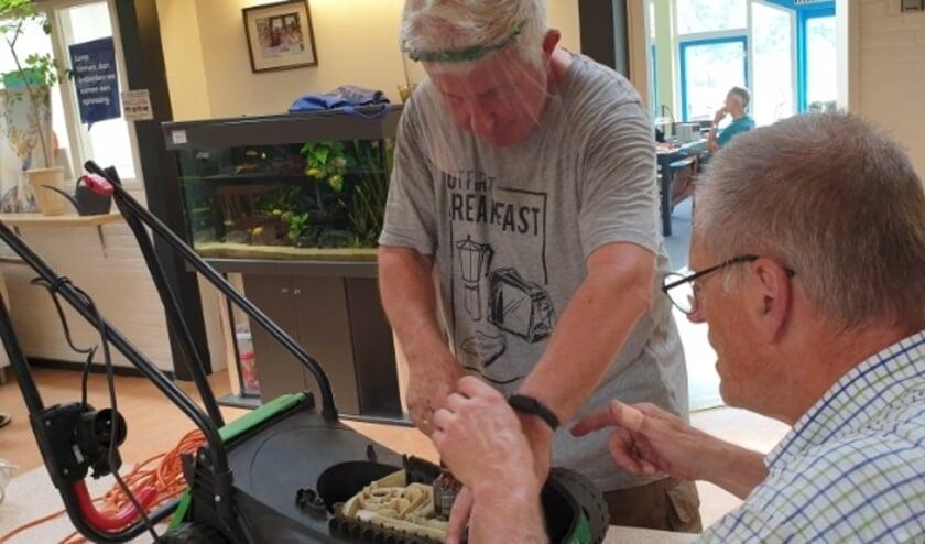 <p>Het Repair Café maakt elke week weer veel inwoners van Almelo blij.</p>