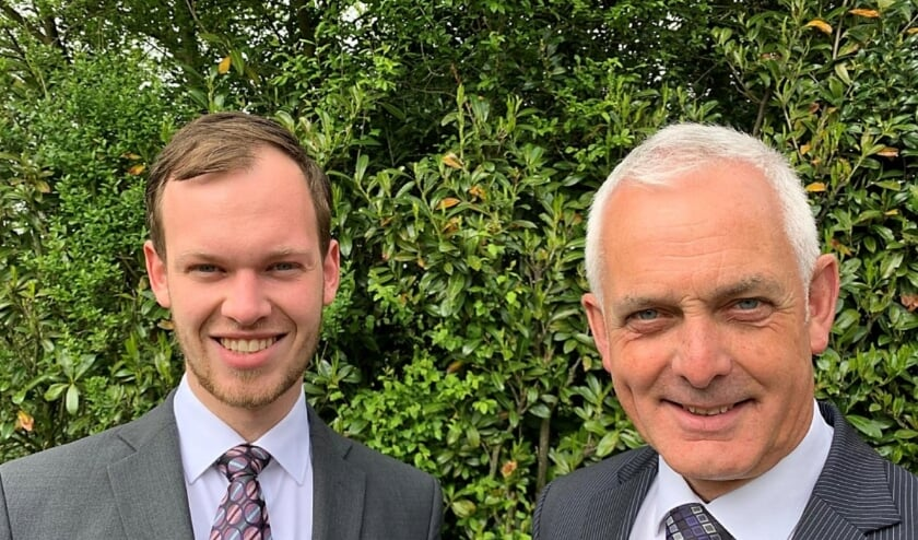 <p>Koen en Bert van der Heide werken graag in de uivaartzorg.</p>