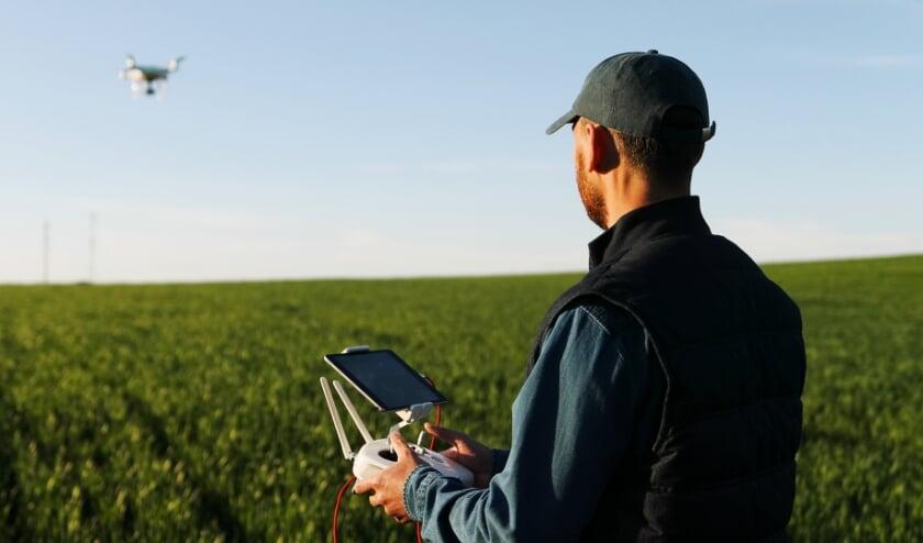 <p>Agrarische inzet van drones voor weidevogelbescherming, gewascontrole en meer. Straks net zo ingeburgerd als de trekker, combine of hooivork?</p>