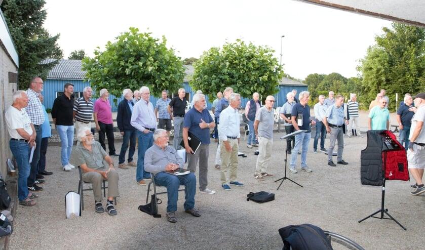 <p>Shantykoor de Oostvaarders uit Almelo zit niet stil en is al druk aan het repeteren voor de komende concerten. Nieuwe leden zijn daarbij van harte welkom.<br><br></p>