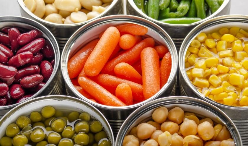 <p>Hebt u nog groente in blik dat zelfs al jaren verlopen is? Het is nog steeds eetbaar zo benadrukt ook het Voedingscentrum! Gooi die doperwten, wortels en ander eten niet weg maar maak er een ander blij mee.</p>
