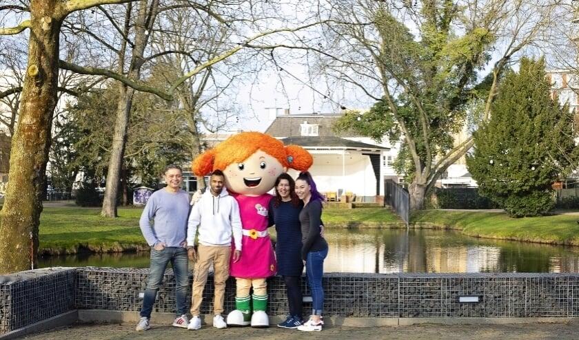 <p>De organisatie met mascotte Sproet. De foto is gemaakt voor de corona-uitbraak in Nederland.&nbsp;</p>