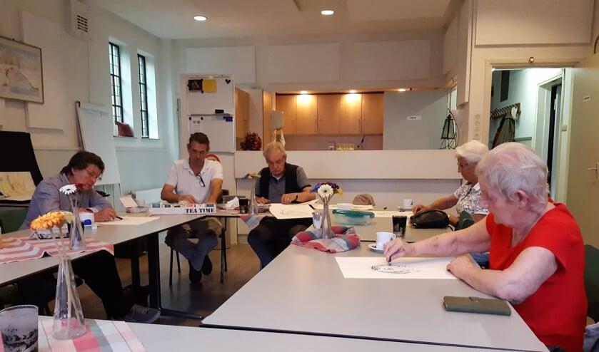 <p>Deelnemers aan de Kunstbrouwerij in de Hofkerk. Kunst- en cultuurdeelname zijn een goede manier om actief en betrokken te blijven bij de gemeenschap in de brede zin.</p>