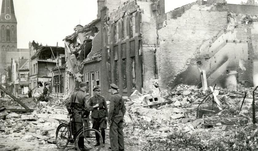 Gebombardeerde Hengelose binnenstad, 8 oktober 1944, fotograaf onbekend, collectie gemeentearchief Hengelo.