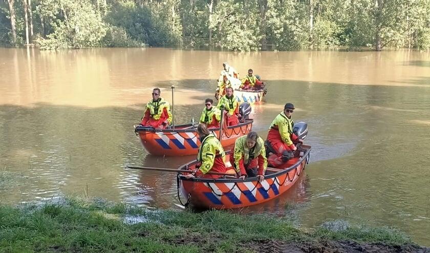 <p>Reddingsbrigade Wierden tijdens de inzet in het overstroomde gebied in Limburg in juli dit jaar.</p>
