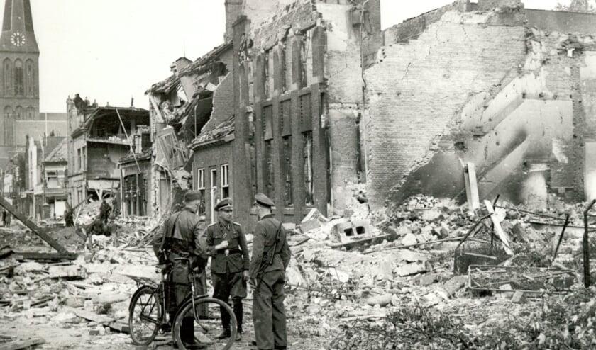 <p>Gebombardeerde Hengelose binnenstad, 8 oktober 1944, fotograaf onbekend, collectie gemeentearchief Hengelo.</p>