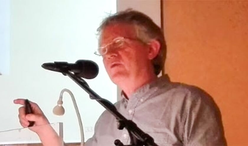 <p>Filosoof en humanisticus Jan Warndorff geeft een lezing in De Bleek.</p>