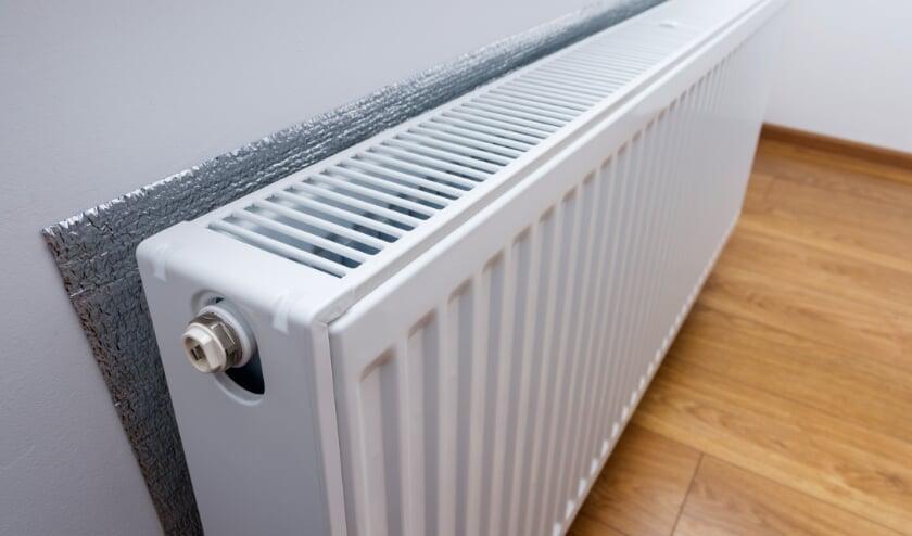<p>Radiator met erachter warmte reflecterende folie zorgt voor een lagere energierekening.</p>