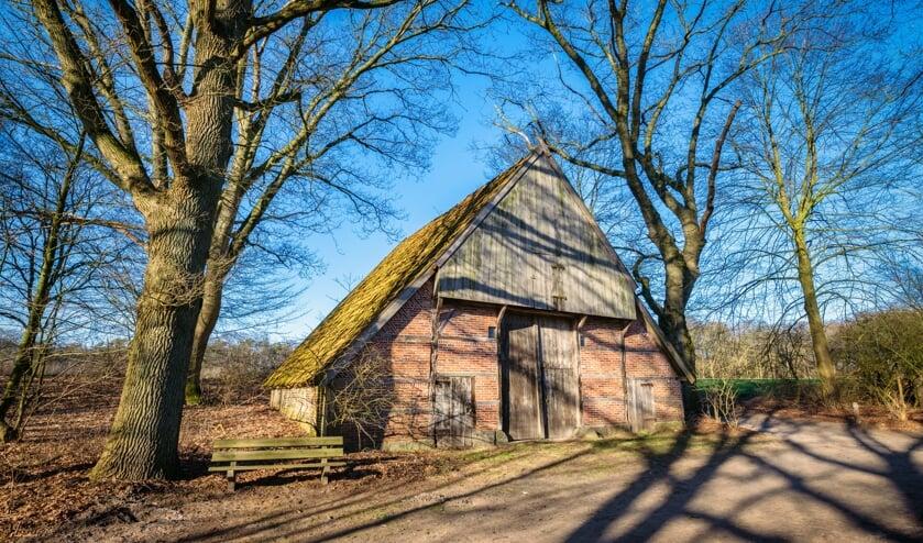 <p>Historische boerderij in het Springendal. Het gebied heeft veel mooie landschappen, bijzondere natuur &eacute;n historie voor de wandelaars om van te genieten.</p>