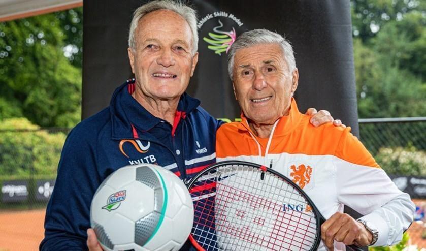 <p>Oud-toptennisser Tom Okker en oud-topvoetballer Sjaak Swart. Foto: Nationaal Ouderenfonds.&nbsp;&nbsp;</p>
