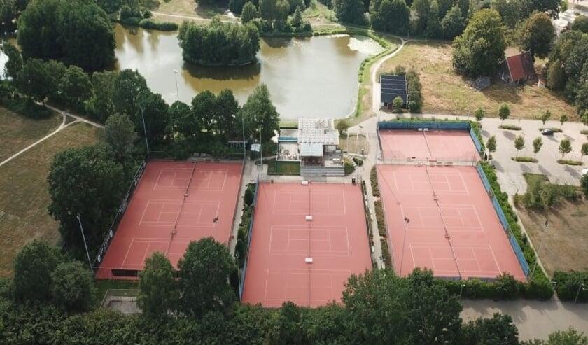 <p>Het mooie complex van de Tennis Vereniging Denekamp</p>