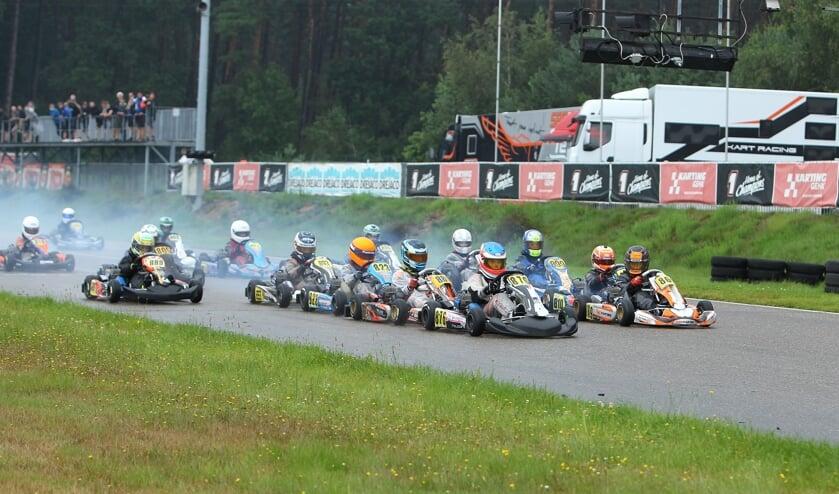 <p>Eva Dorrestijn meteen aan de kop na de start. Foto: Bas Kaligis/RaceXpress.nl </p>