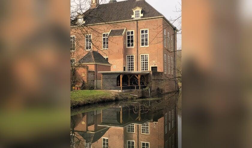 <p>De nieuwe bijenstal van Imkersvereniging De Oosterhof is geheel in de stijl van de havezate opgetrokken.</p>