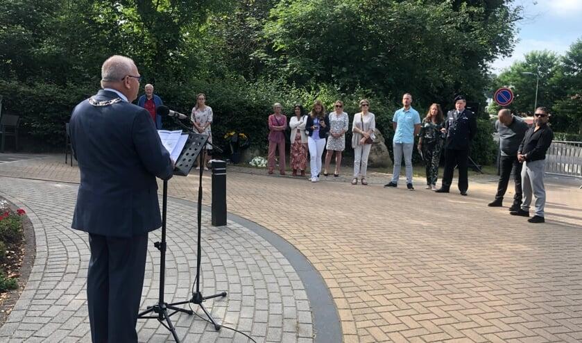 <p>Tijdens de herdenking ter nagedachtenis van alle slachtoffers van de Japanse bezettin in Nederlands Indi&euml; sprak burgemeester Hofland de aanwezigen toe.&nbsp;</p>