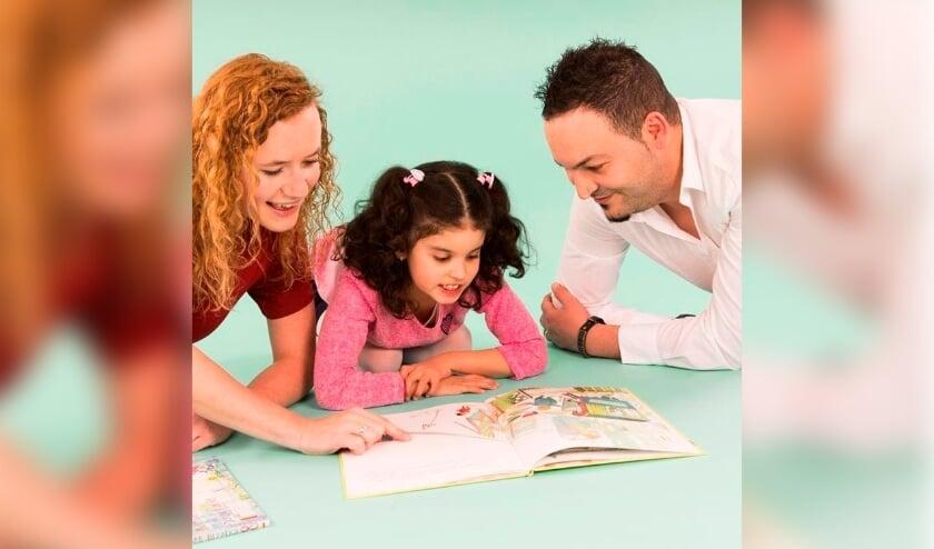 <p>Voorlezen en samen lezen is gezellig, maar heeft ook een positief effect op de taalontwikkeling van kinderen.</p>