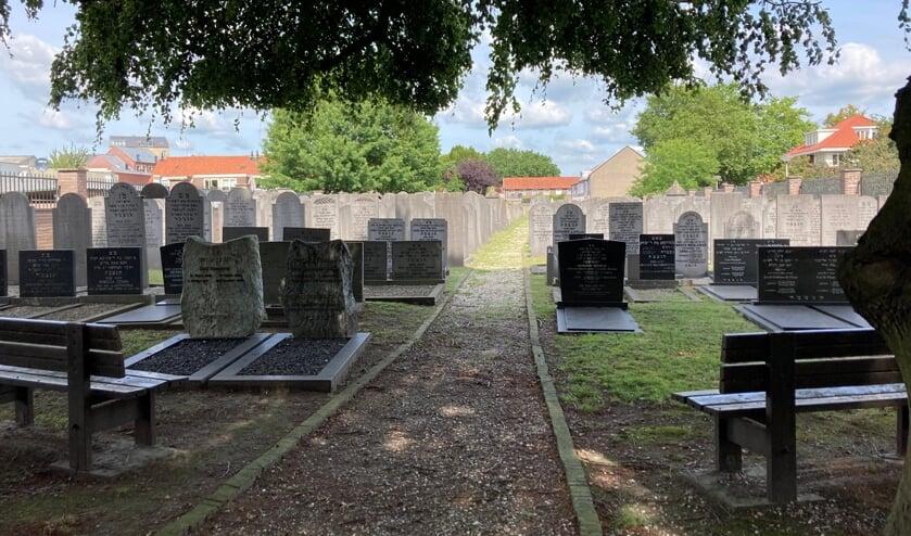 <p>De Joodse begraafplaats Beth Cha&iuml;m kan na jaren weer worden bezocht.</p>