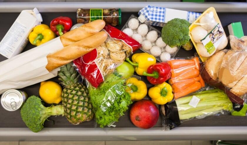 <p>Groente, fruit, zuivel, brood, pasta en vlees... jaarlijks gooien we met zijn allen ruim 590 miljoen kilo eten weg. De Verspillingsvrije Week wil mensen hier bewuster van maken.</p>