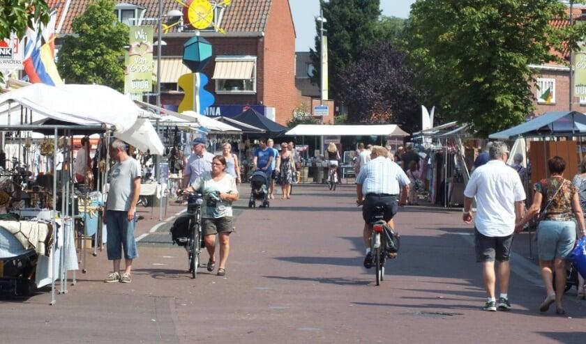 <p>Koopjesmarkt in Goor. Deze vrijdag en morgen is er een nazomermarkt. Foto: Willmedia.&nbsp;</p>