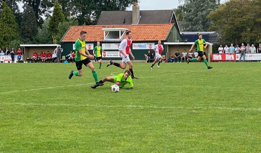 <p>WVV&#39;34 in de aanval in de bekerwedstrijd bij Emos. De club uit Hengevelde speelt in de derde klasse A. Foto: Raymond Wegdam.&nbsp;</p>