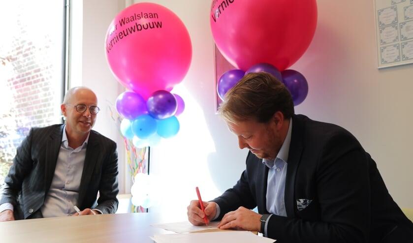 <p>Fridse Mobach, bestuur Stichting Carmelcollege en wethouder Jeroen Diepemaat</p>