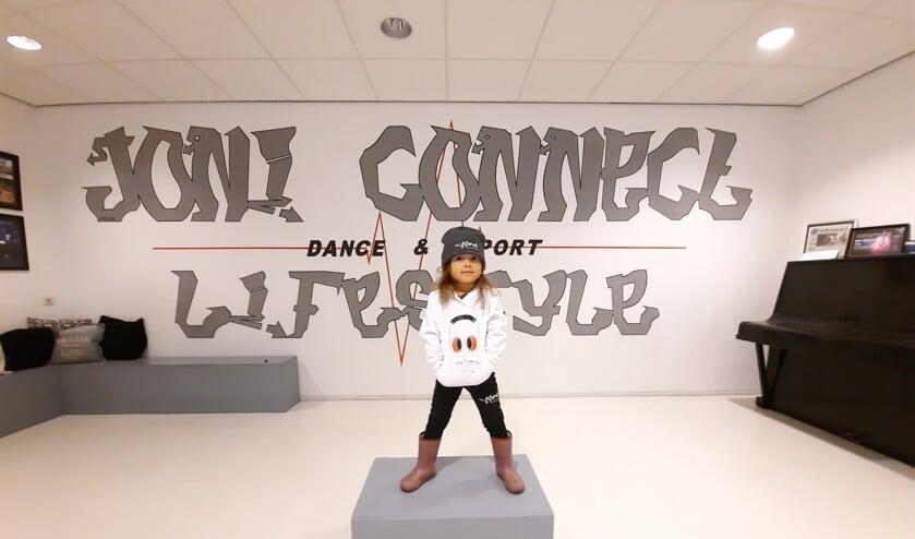 <p>Joni Connect, de dans- en sportstudio van Joshua en Nicole, heeft naast de diverse lessen ook een eigen kledingwinkel.&nbsp;</p>