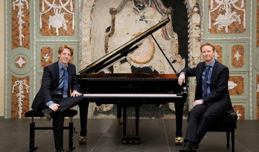 <p>Martijn en Stefan Blaak geven een concert in het Muziekcentrum. (Foto: Manfred Pollert)</p>