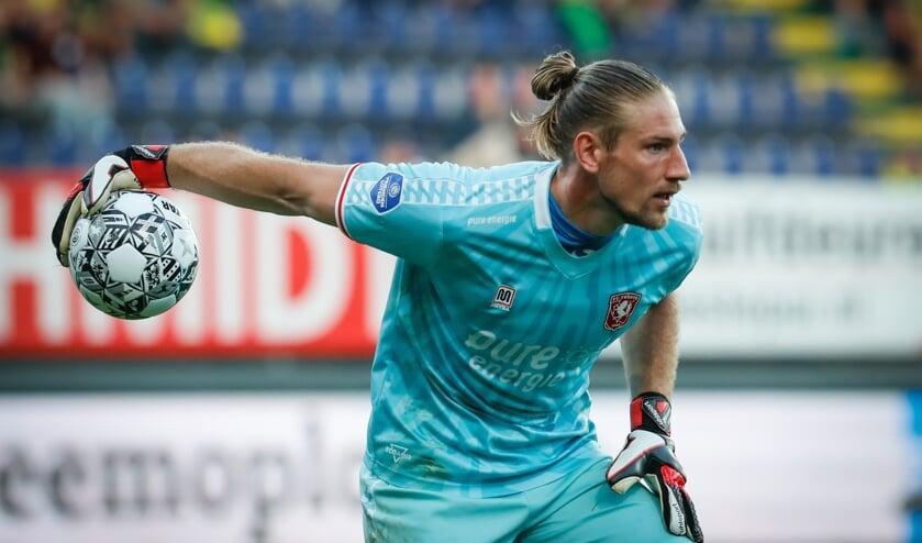<p>Lars Unnerstall in actie in de wedstrijd tegen Fortuna Sittard. (Foto: FC Twente Media/Bas Everhard)</p>