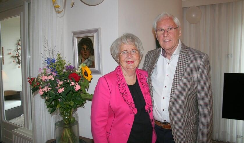<p>Het echtpaar geniet van hun mooie huwelijksjubileum. (Tekst/foto: Martin Meijerink)</p>