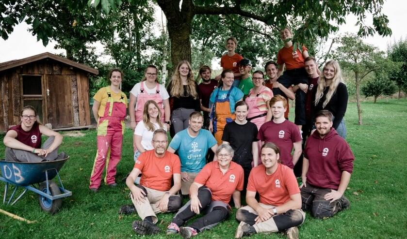 <p>Het team van Present bijeen in Boekelo. (Foto: Chantal van der Burgt)</p>