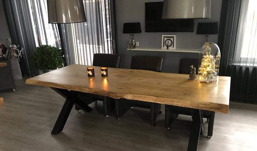 <p>Mooie Tafels biedt tafels in allerlei afmetingen en vormen en in elke stijl.</p>