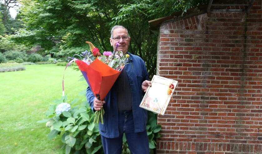 RIJSSEN - Evert Averesch werd erelid van de Imkersvereniging De Oosterhof.