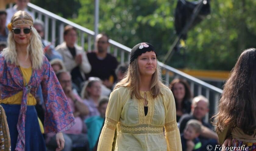 <p>Linde Tijhof in de musical. Foto: B. Aman.&nbsp;</p>