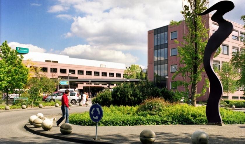 De locatie is gevestigd binnen een geïsoleerde unit van de huidige revalidatieafdelingen van Amphia  aan de Langendijk in Breda.