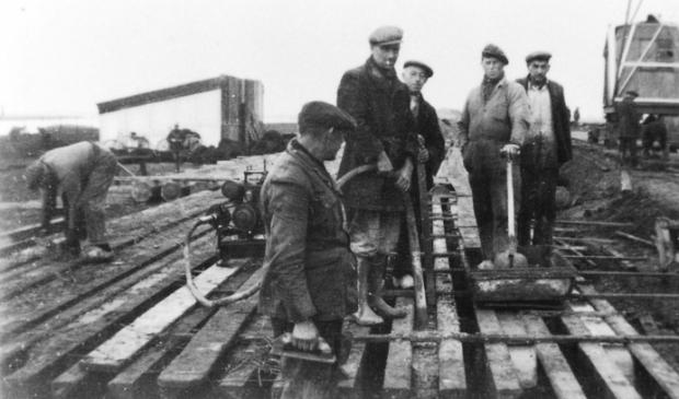 De fabriek startte de continu-productie in 1946 met 25 man personeel, bij volle productie werd het personeel tot 60 man uitgebreid. In 1957 werd het bedrijf failliet verklaard.  © DPG Media