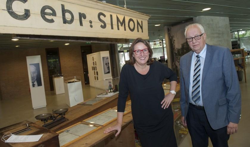 Karin van Dam-Simon en Godfried Simon in de expositieruimte van het HCO. (Foto: Eva Posthuma)