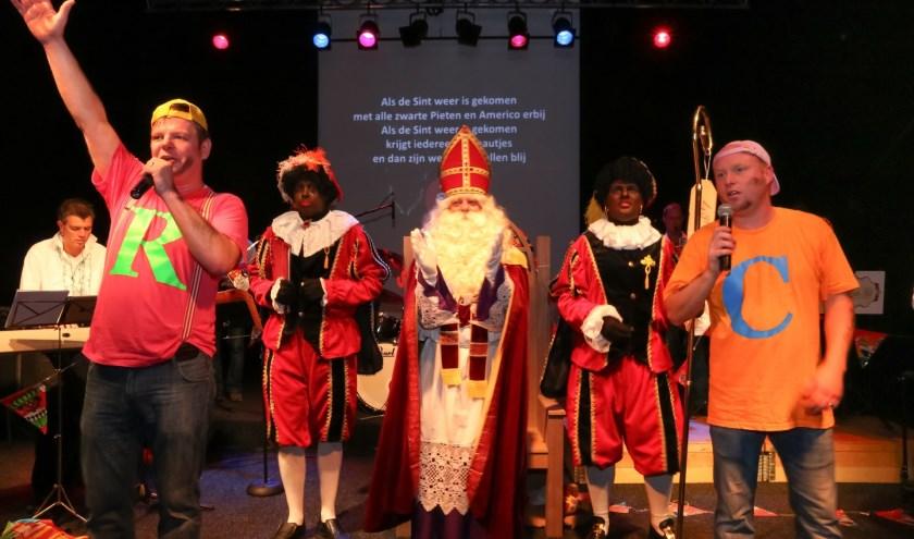 Sinterklaas en de pieten tijdens het Donders Stevige Sinterklaasfeest, vorig jaar in Silvolde. (foto: PR)