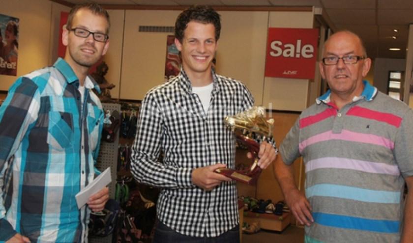 Rick Bouwmeister (midden) wint de Gouden Schoen.